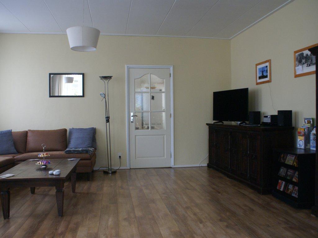 De ruime woonkamer van alle gemakken voorzien! De ruime woonkamer van alle gemakken voorzien!