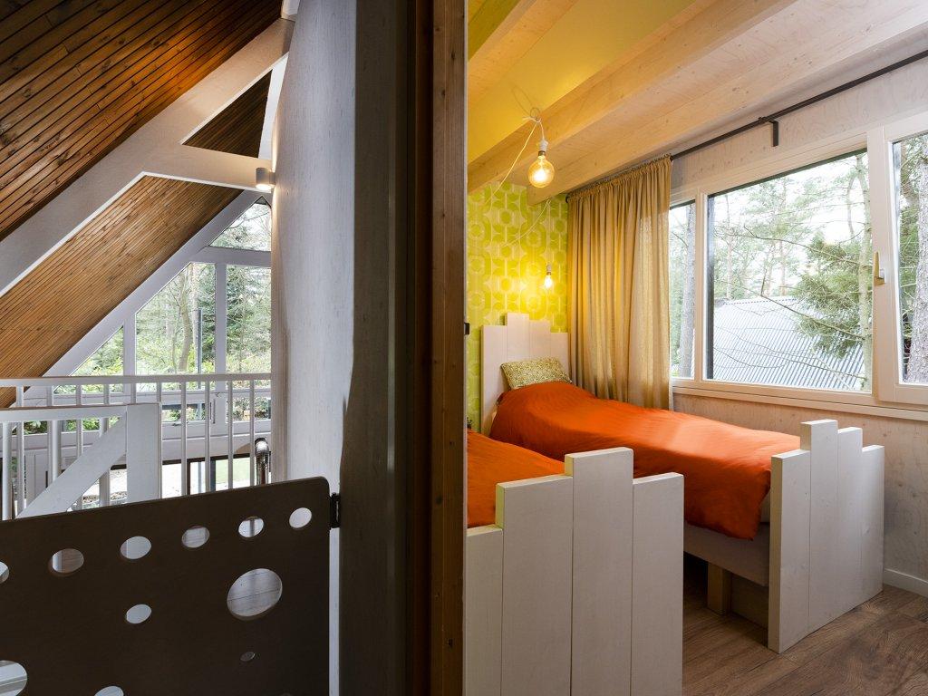slaapkamer 2 en  traphekje op overloop
