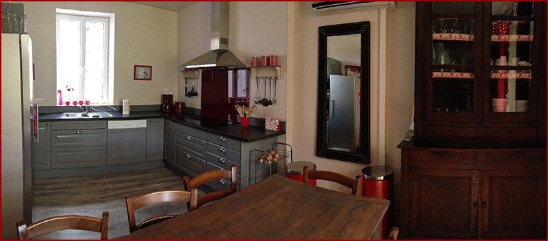Keuken, van veel gemakken voorzien.