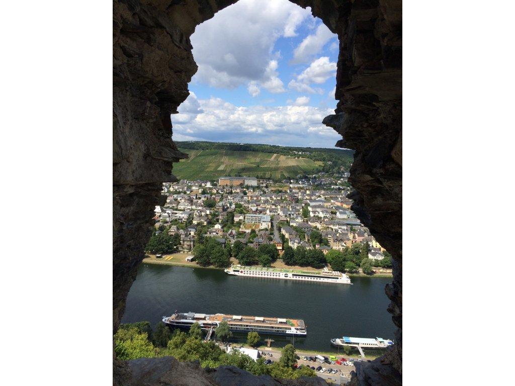Uitzicht op de Moezel vanaf kasteelruïne